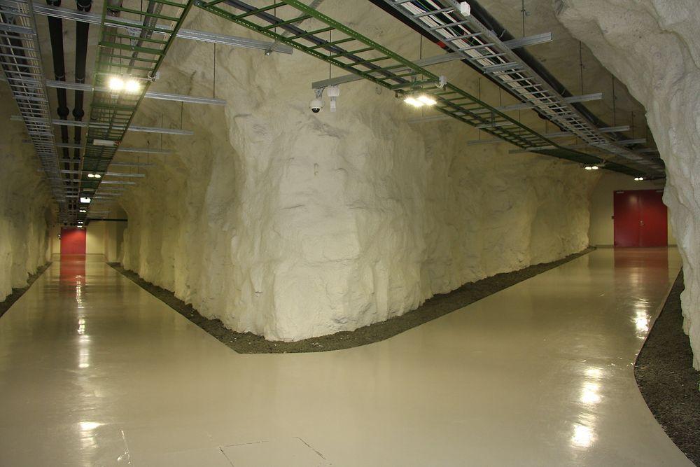I løpet av 2014 skal verdifulle oljedata flyttes over på nye servere her i Green Mountain Data Center på Rennesøy.