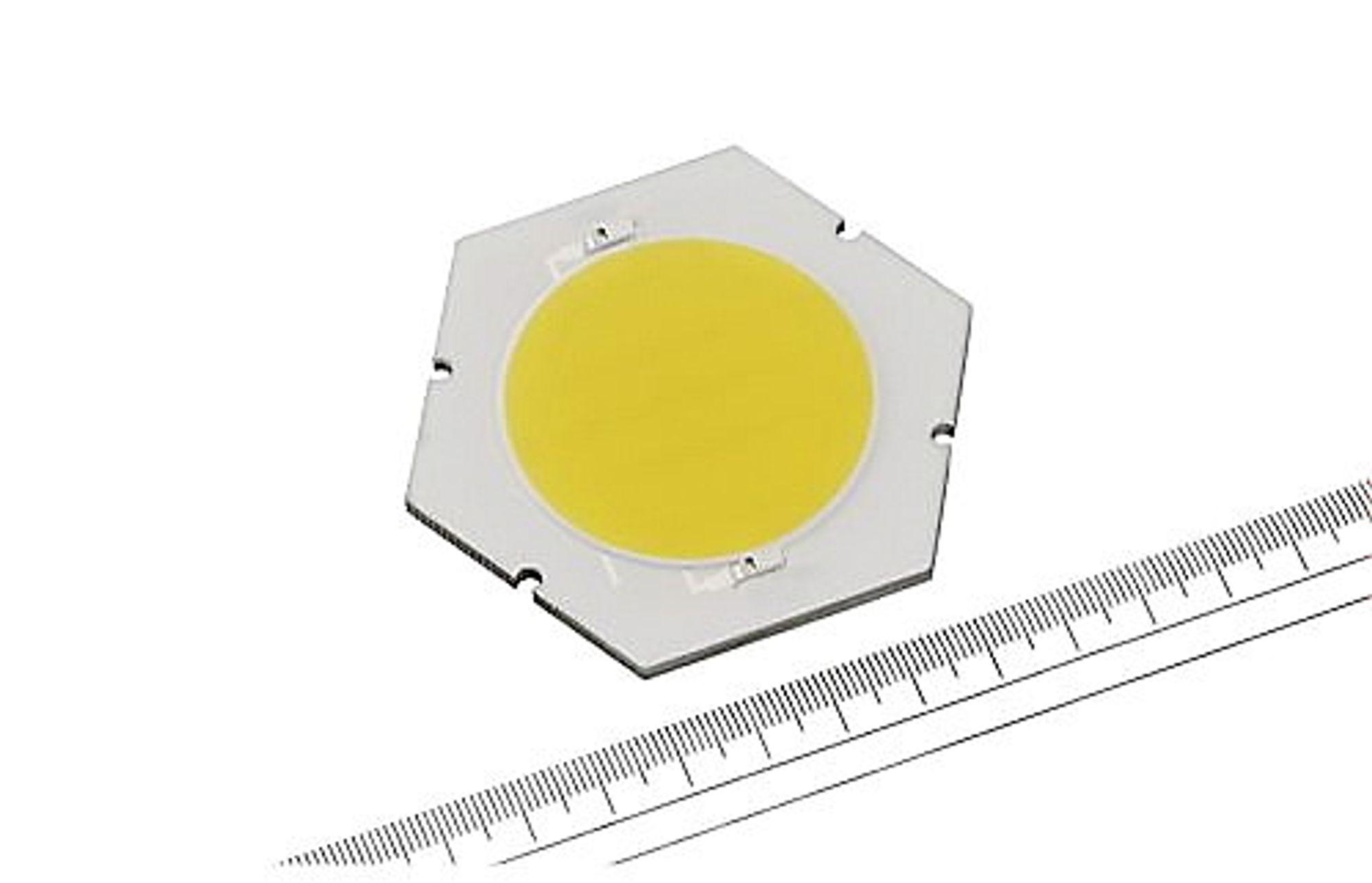 Lysende: Ingen lysdioder i verden er like lyssterke som Sharps nye utgave, som skinner like mye som rundt atten 60 watt lyspærer når den mates med 100 watt. Og den varer 40 ganger lenger.