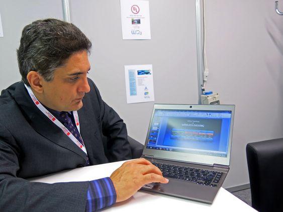 Full fart: Ali S. Sadri er leder i Intels Mobile Group og formann i Wireless Gigabit Alliance. Han lover 25 ganger raskere trådløst nett om noen år.