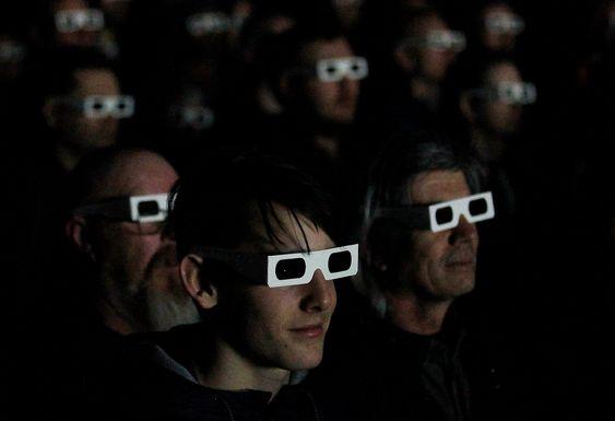 Publikum var et syn i selv, utstyrt med 3D-briller for å få med seg Kraftwerks innovative effekter.