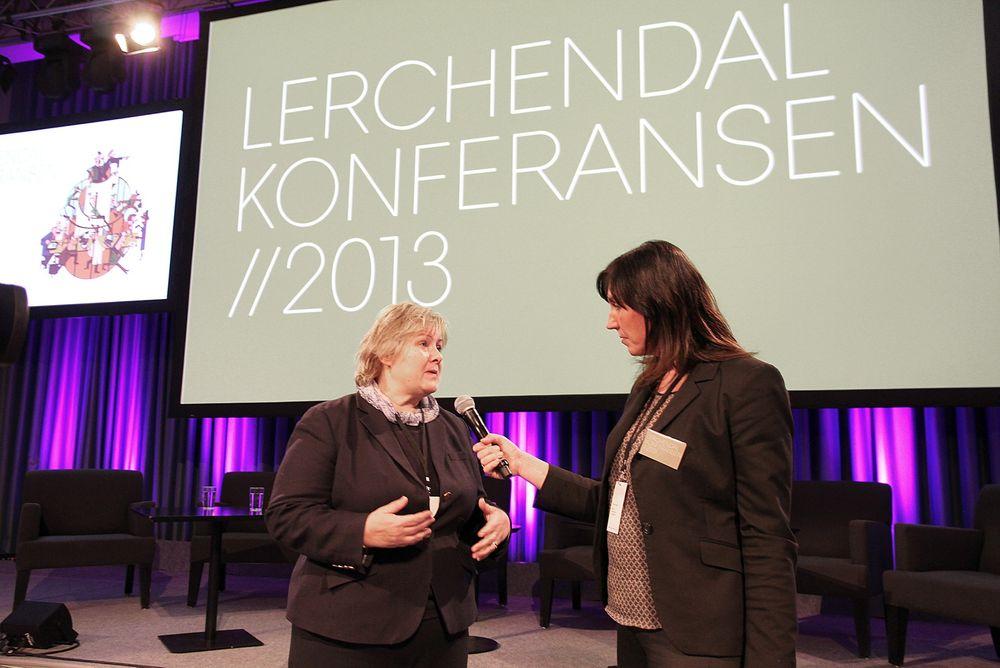 Lot seg intervjue: Høyre-leder Erna Solberg bør bli mer presis med tall om hun skal bli statsminister. Under Teknas Lerchendalkonferanse snakket hun om 16 000 ledige ingeniører.  Foto: Tormod Haugstad