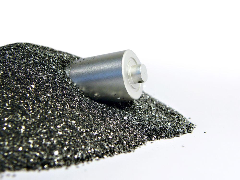 Batteri på Si: Som en av verdens største produsenter av silisium, er det naturlig for Elkem å ta fram spesialprodukter for batteriindustrien. foto: Elkem