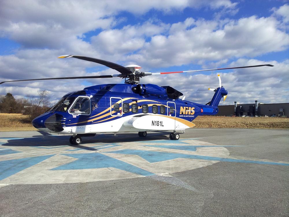 Det første blå- og gullfargede Sikorsky S-92-helikopteret til Norsk Helikopterservice fotografert under en prøvetur i Pennsylvania.