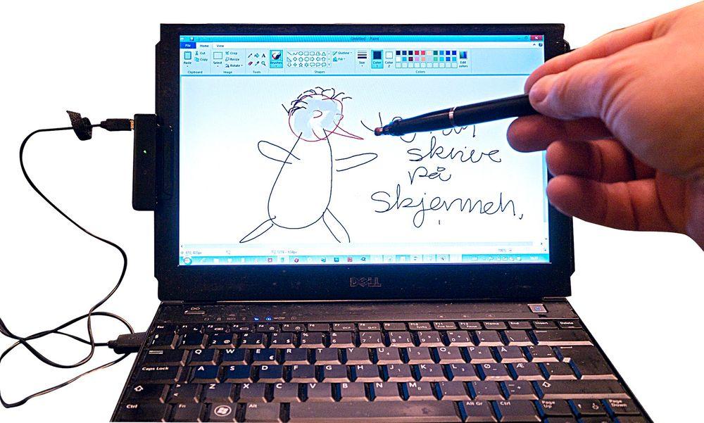 Litt magisk: Touch 8 gjør ikke skjermen berøringsfølsom, men forteller PCen hvor pennen er ved bruk av ultralyd og infrarødt lys.