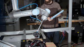 Denne roboten plukker stolhjul lett som blåbær