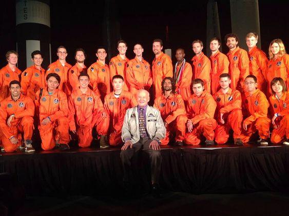 Vinnerlaget med Buzz Aldrin.