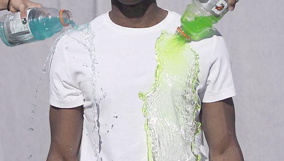 """Silic: T-skjorta som renser seg selv. Ved hjelp av """"hydrofobisk nanoteknologi"""" skal skjorta være både pustende og støte fra seg de fleste væsker. <a href=""""http://www.kickstarter.com/projects/741186545/a-shirt-that-cleans-itself?ref=category"""">Se produktet på Kickstarter</a>."""