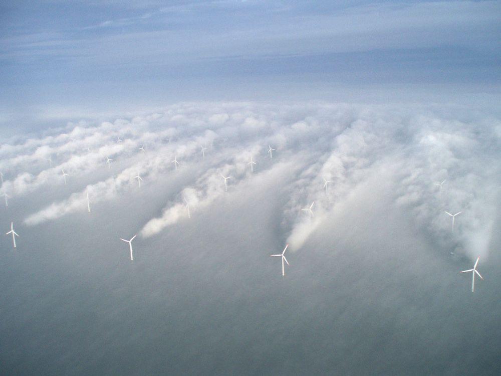 Orkanbrems: En vegg med titusenvis av havvindturbiner kan bremse orkaners påvirkning på fastlandet, hevder amerikansk professor. Illustrasjonsfoto: Vattenfall