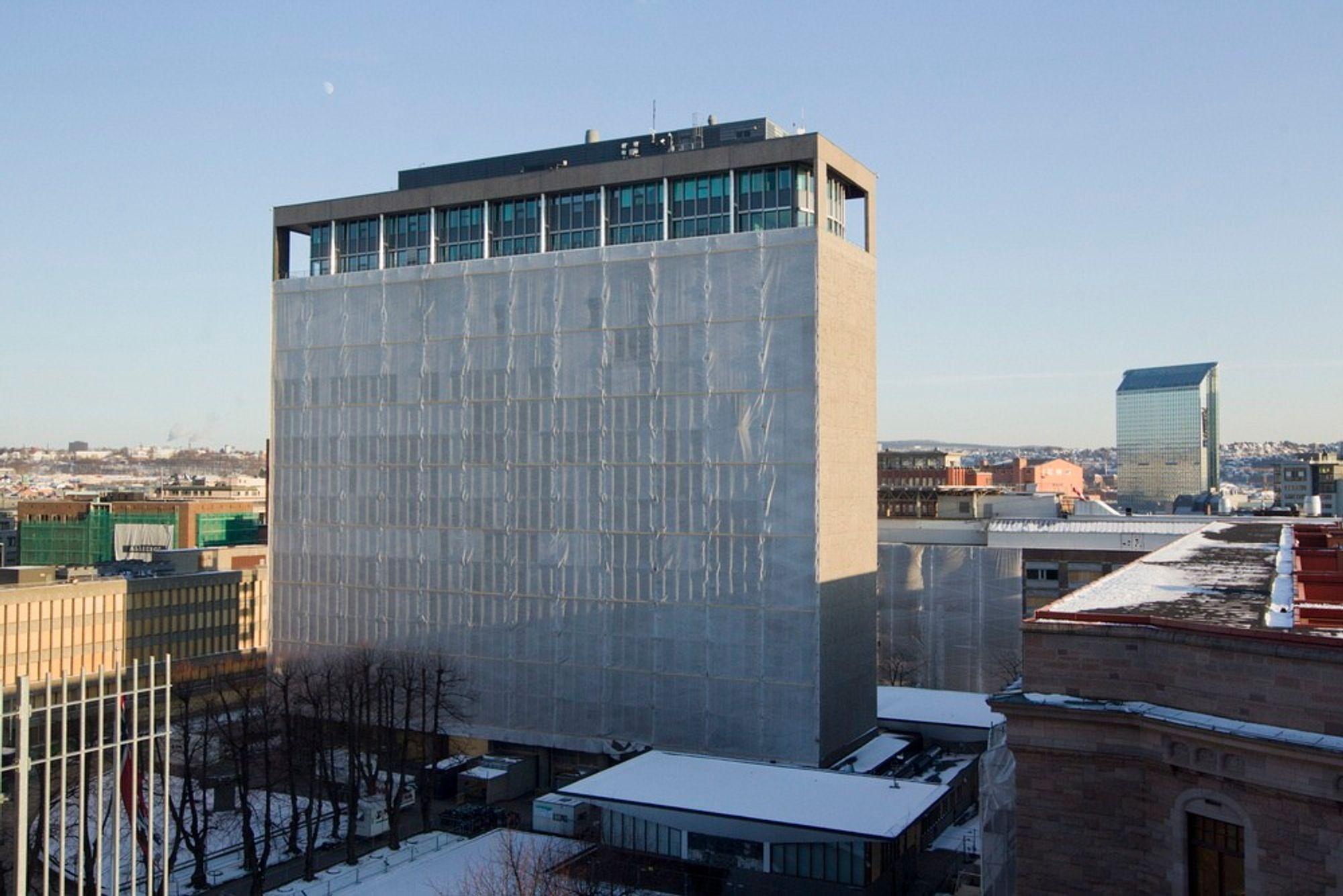 Det er ennå ikke besluttet om Høyblokka skal rives eller ikke. Om det blir riving anbefaler AF Decom bruk av spesialgravemaskin.
