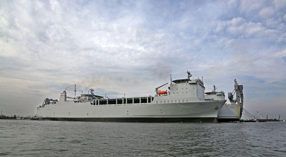 Pentagon jobber nå med å utstyre støtteskipet MV Cape Ray med mobile enheter for destruering av kjemiske våpen. Skipet skal være seilklart i begynnelsen av januar, og setter da kursen mot en ubestemt havn i Syria.
