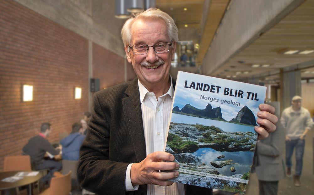 Hovedredaktør:Dr. philos, prof. emeritus ved UiO og tidligere sjef for leting og forskning i Norsk Hydro, Ivar B. Ramberg, har ledet arbeidet med den nye utgaven av Norges egentlige historie; Landet blir til.