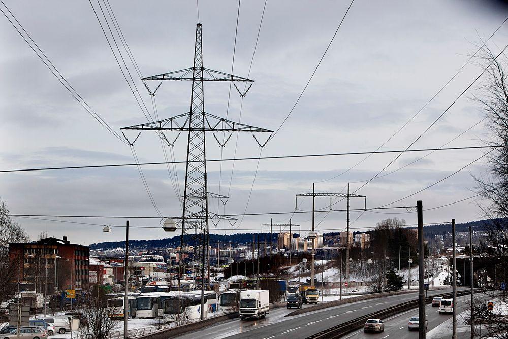 Skal oppgraderes: Oslo-regionen har 1,2 millioner innbyggere, men er nesten uten kraftproduksjon. Det meste transporteres inn via rundt 1000 kilometer med kraftledninger og 19 transformatorstasjoner ned til regionalnettet. Den eldste ledningen er nå fra 1928. Foto: Håkon Jacobsen