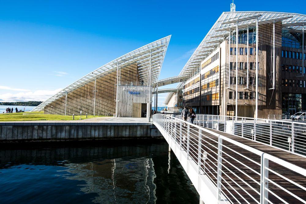Den kjente italienske arkitekten Renzo Piano har tegnet Astrup Fearnley-museet, omtalt som en arkitektonisk perle. Arkitekter er krtisiske til TEK10 og mener den vanskeliggjør kreativ arkitektonisk utforming av  bygg på grunn av rigide regler.