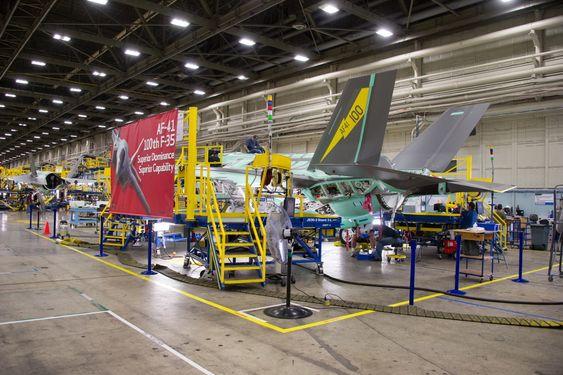 F-35 nummer 100 (AF-41) ble ferdigstilt på Lockheed Martin-fabrikken i Fort Worth, Texas i september.