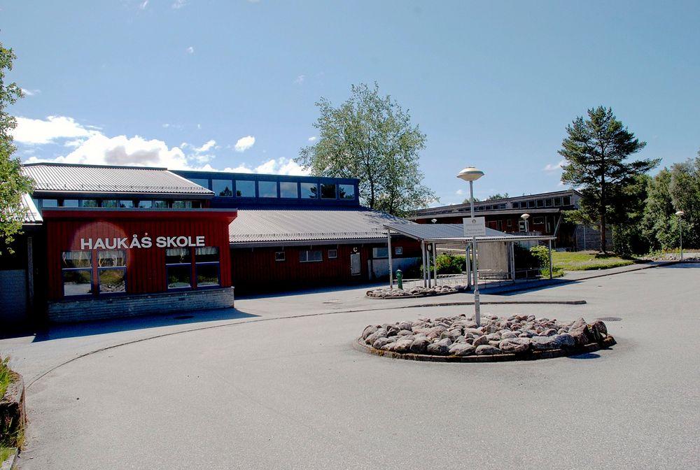 Haukås skole i Bergen er en av de kartlagte skolene som nå skal gjennom omfattende oppgradering som til sammen skal koste 21 millioner kroner.