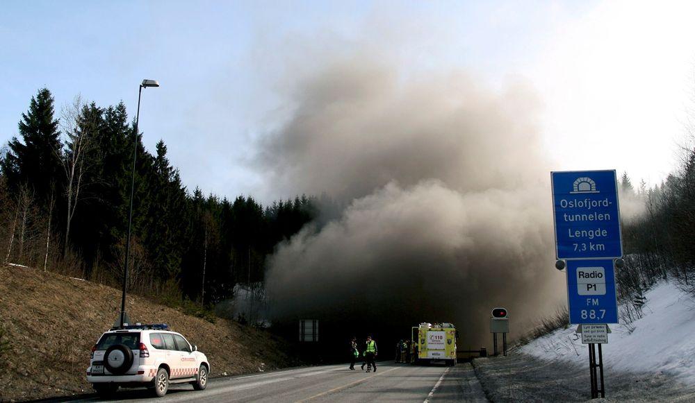 Vegdirektoratet ser ikke bort fra at det nye slukningsmiddelet kan egne seg godt til tunnelbranner. Illustrasjonsfoto.
