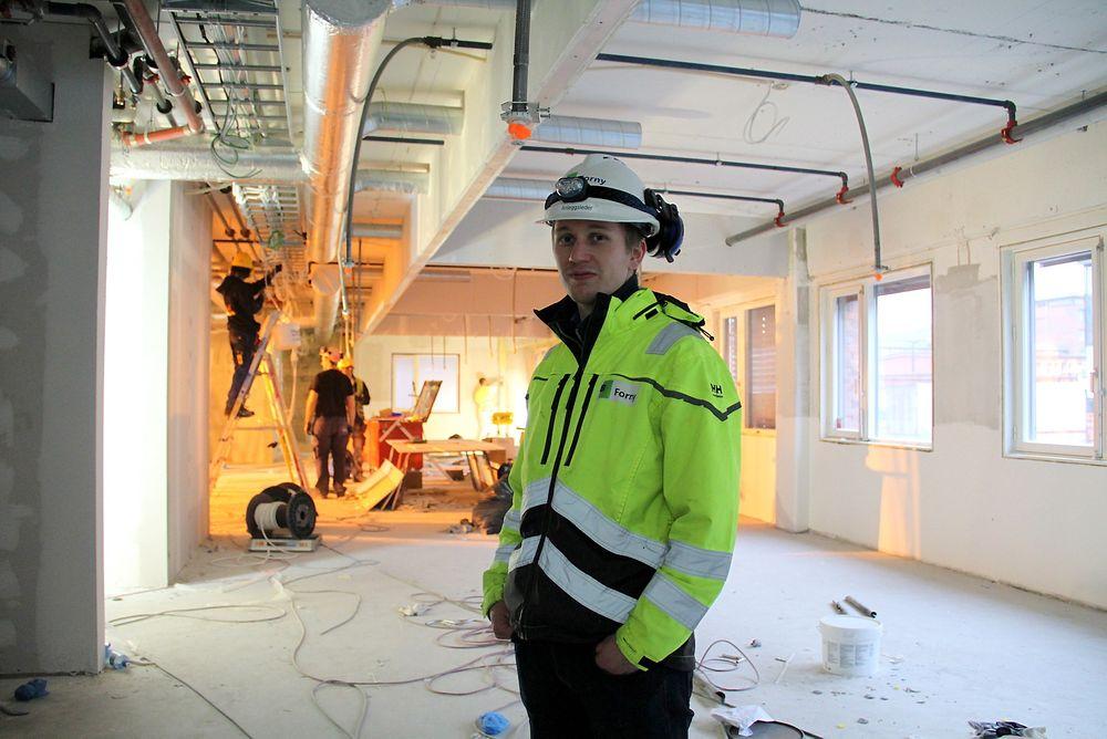 Thomas Engen Lund i Forny har gitt Grenseveien 95 en ny etasje. Her står han på gulvet som for kort tid siden ikke var der.