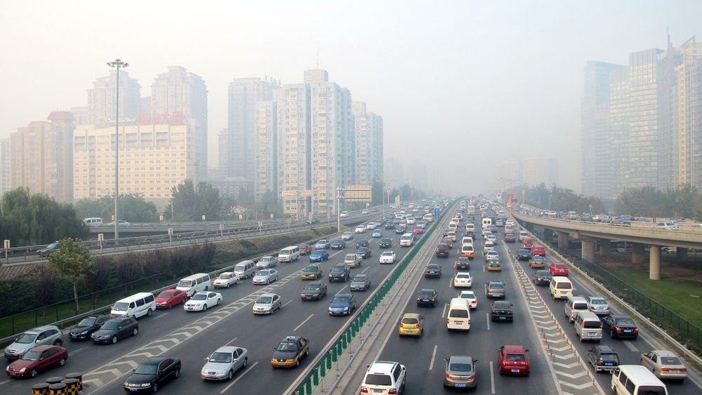 Industrien får krav om store reduksjoner i CO2-utslippene for at Kinas luftkvalitet skal bli bedre. Her fra Beijing.