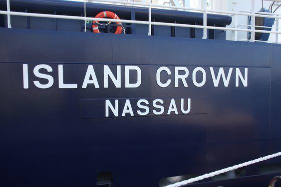 Bahamas: Island Offshore måtte flagge ut Island Offshore etterspom det er å betrakte både som lastefartøy og flotell. Skipet falt mellom to stoler i det norske regelverket.