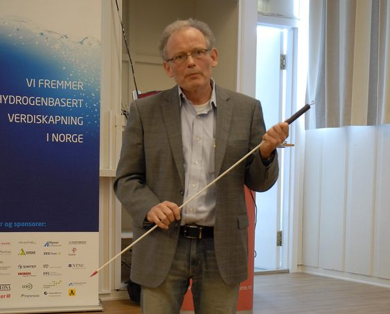 Dag Bjerketvedt, professor, Høgskolen i Telemark på seminar om hydrogen og sikkerhet på Lahaugmoen