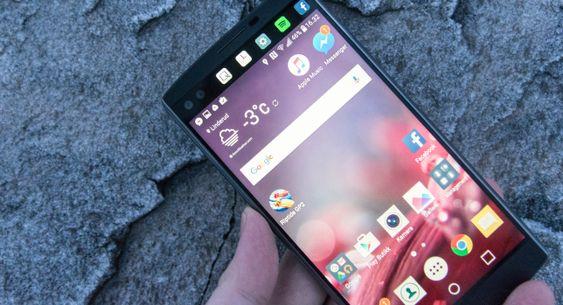 En bitteliten ekstraskjerm skjuler seg øverst på LG V10. Siden skjermen er så liten gjør det ikke så mye fra eller til at den kjører vanlig IPS LCD-teknologi, men hva skjer når dette skal utvides til langt større paneler?