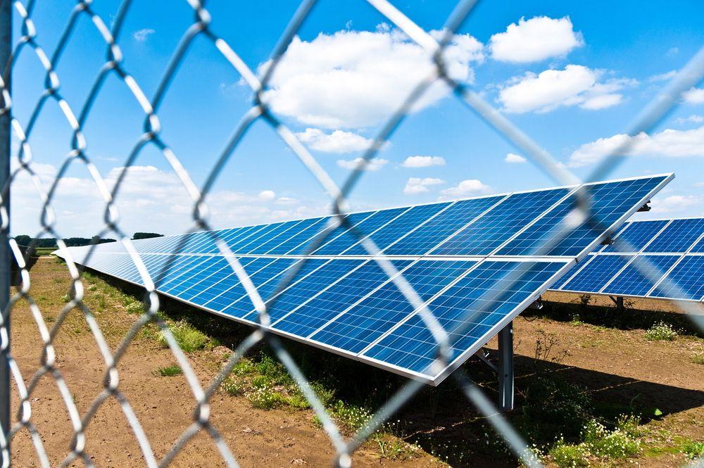 EKSTREMPRISER: Søndag sank tyske strømpriser til  minus 100 euro/MWh. I Frankrike opplevde de priser helt ned i -200 euro/Mwh. Høy solkraftproduksjon trekkes fram som en av årsakene.