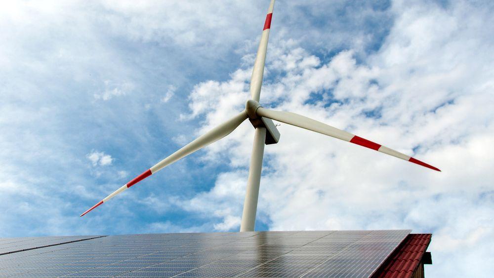 Den norske fornybarbransjen sliter med fallende omsetning, og ber myndighetene om bedre ordninger.