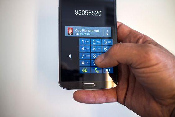 Til mindre finger. De som vil ha stor skjerm, men ikke har store hender kan justere størrelsen på telefontastaturet og kalkulatoren slik at det blir lettere tilgjengelig for enhånds bruk.