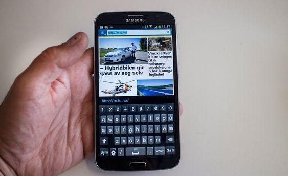 Telefon eller nettbrett: Overgangen er ganske flytende med nye Galaxy Mega 6,3 tommer store skjerm. I motsetnign til mange små telefoner blir et stort tastatur mye mindre utsatt for feiltrykk og det blir plass til en tallinje.