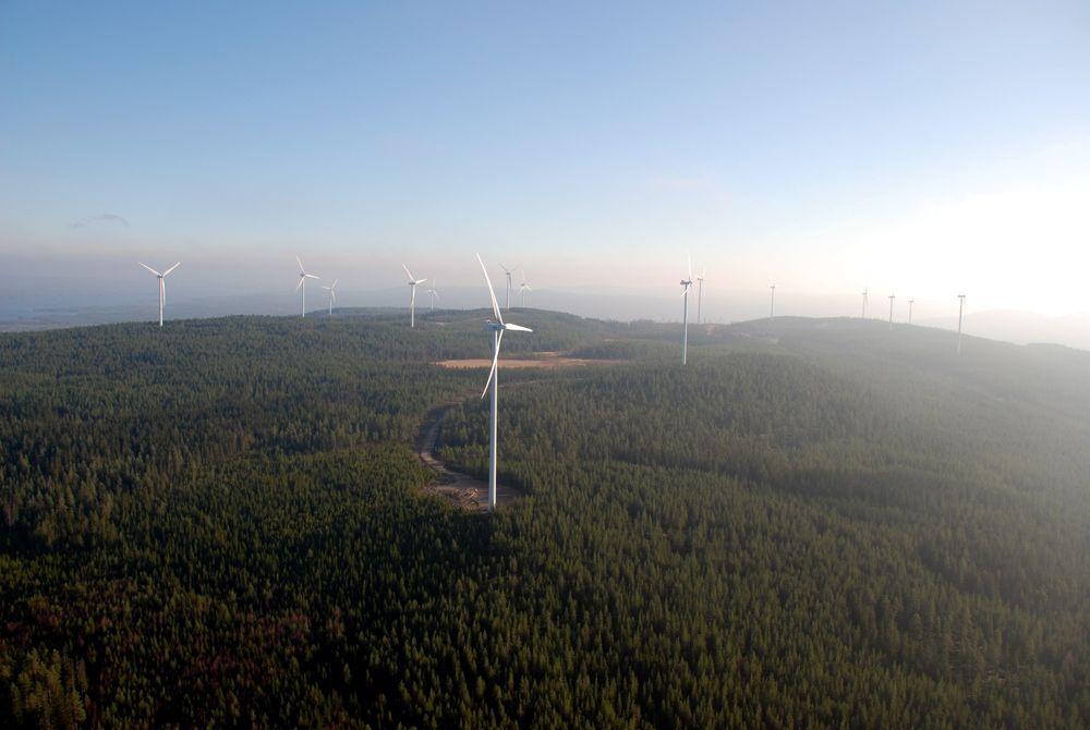 Google finansierer bygging av en ny landbasert vindpark i Sverige ved å kjøpe strøm for ti år. Her er en annen av O2s vindparker i Hedbodberget.