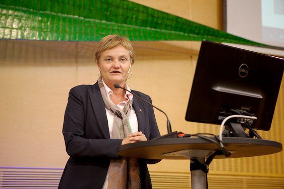 VIL IKKE: Rigmor Aasrud ville ikke svare på spørmsål om regjeringen vil ha et forbildebygg når det gjelder miljø, klima, energibruk og mterialbygg. Alt hun kunne love var at hun i alle fall ville følge gjeldende tekniske forskrifter.