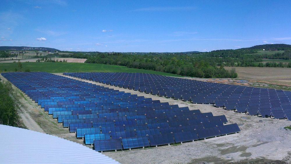 STORT: Solfangeranlegget to kilometer nord for Lillestrøm dekker et område på 12 800 kvadratmeter og skal dekke varmebehovet til over 250 husstander.