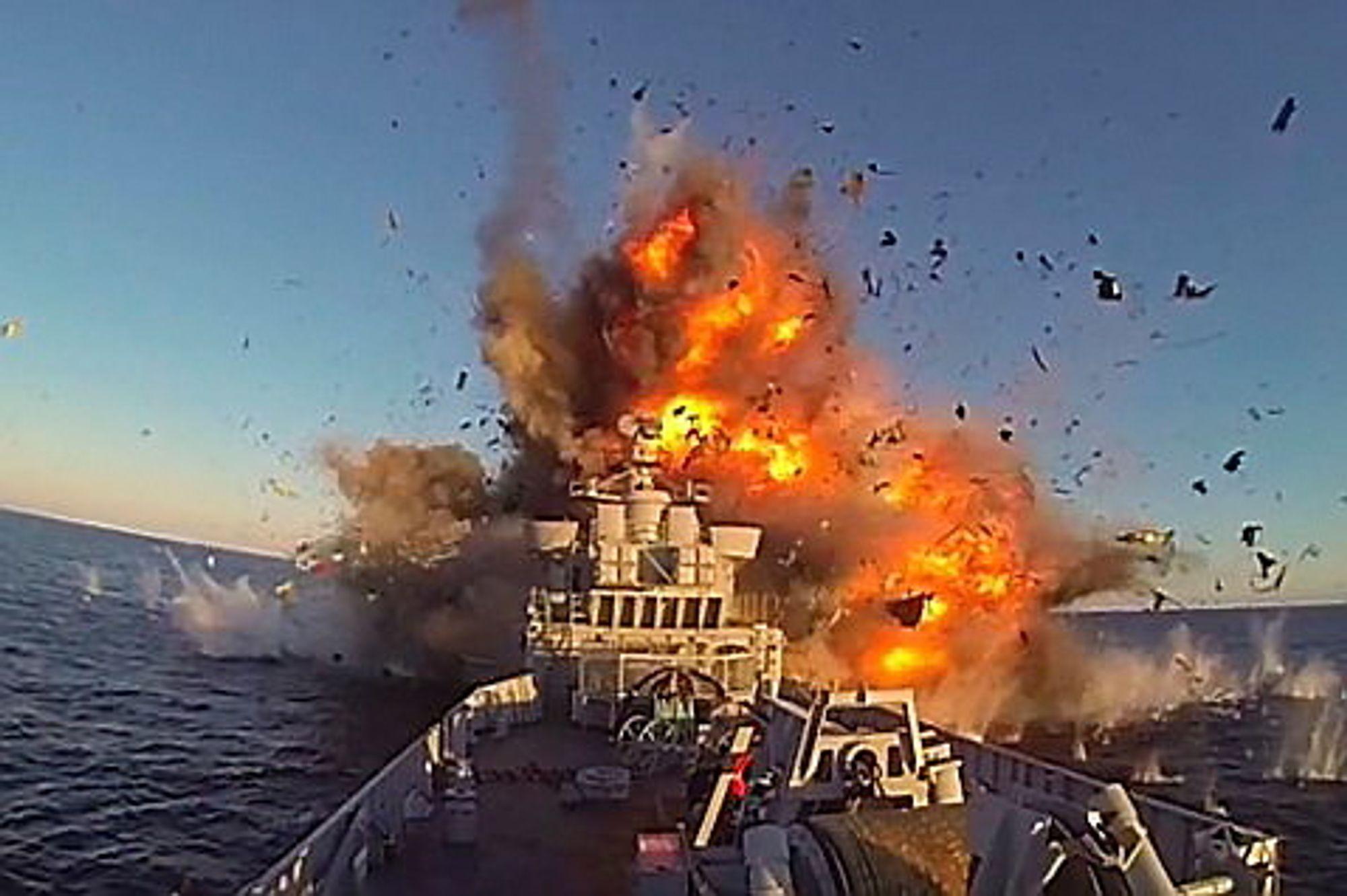 Forsvaret avfyrte for første gang norsk sjømålsmissil med skarpt stridshode i natt. Skadene på målfartøyet er som forventet, og ryddingen har gått etter planen, forteller Klynderud.