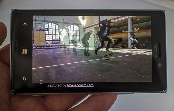 Nesten som film: Nokia har vist en del av programvaren som kommer med nye Lumia 925 og i andre telefoner over sommeren. Den inkluserer SmartCam som kan ta opptil 10 høyoppløselige bilder etterhverandre. Så kan man lett velge ut de man vi ha med mot en stillestående bakgrunn. Det kan blir mye morsomt av sånt.
