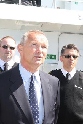 Stolte: Adm. dir. Håvard Ulstein i Island Offshore med kaptein Stig Magne Drage (th.) rett før dåpen av island Crwon i Oslo.