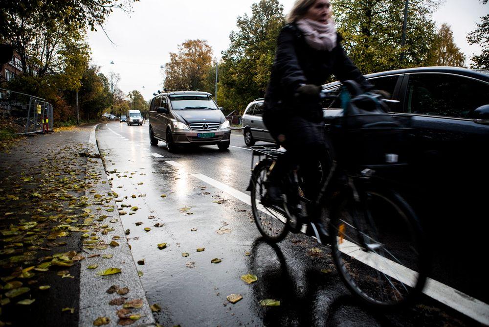 En ny rapport fra Transportøkonomisk institutt foreslår 35 tiltak for å bedre samspillet mellom kollektivtransport og sykkel.