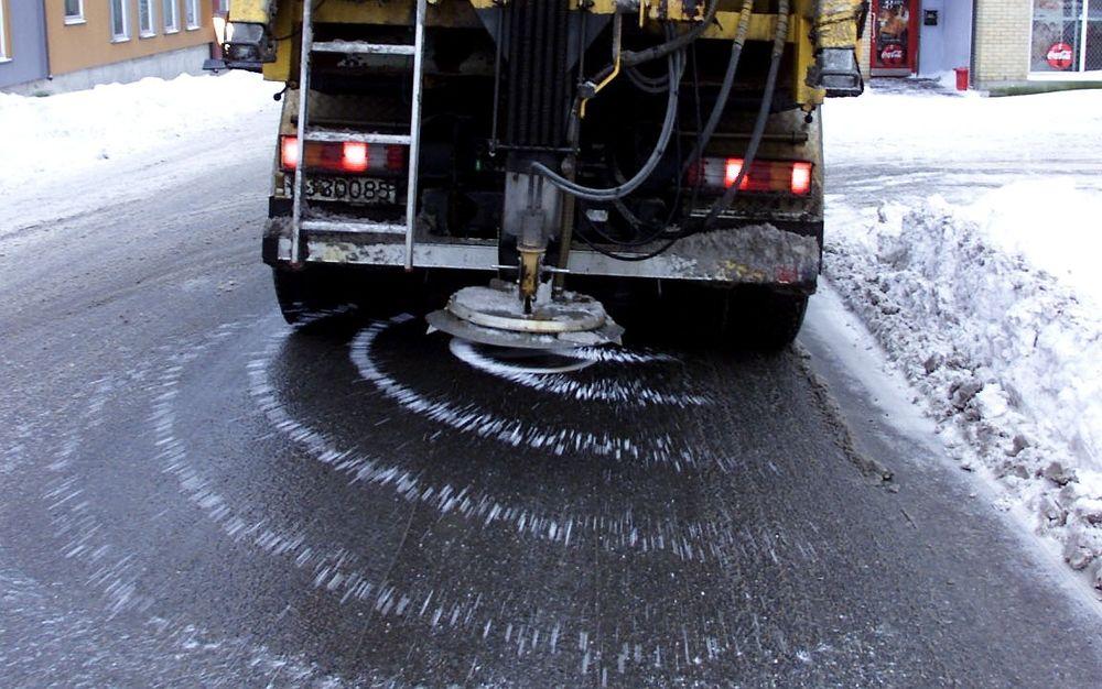 Ved å kombinere GPS-styring og saltløsning, kan saltmengden på norske vinterveier opp mot halveres, ifølge Statens vegvesen.
