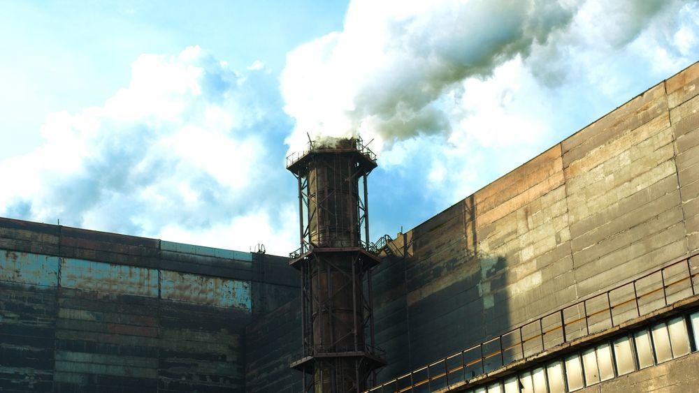 Japan har signalisert at de vil droppe løftene om 25 prosent reduksjon i CO2-utslippene innen 2020, og vil nå i stedet øke utslippene. Her fra et industriområde i Kyoto.