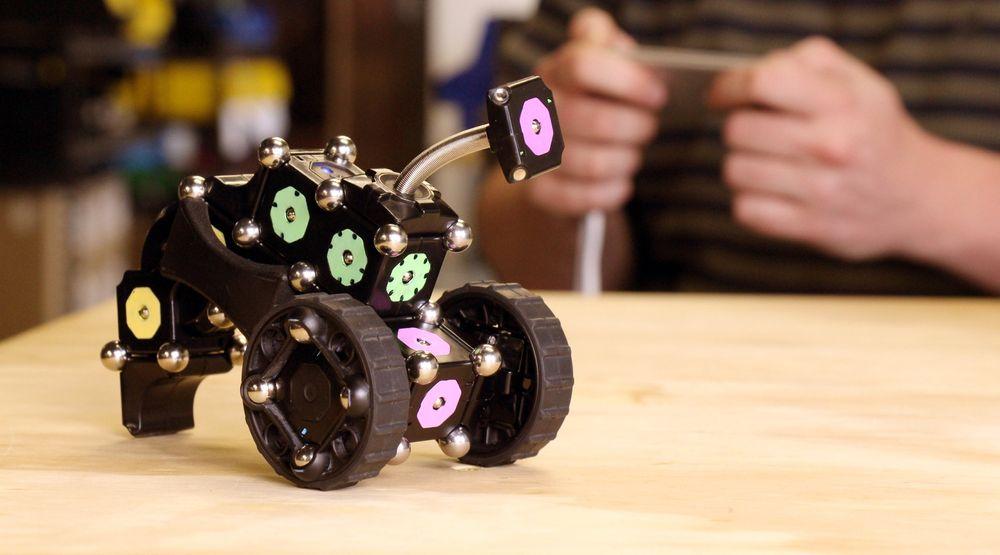 Med MOSS kan man kombinere enkle deler for å bygge roboter i alle tenkelige variasjoner, helt uten å kunne koding og elektronikk.