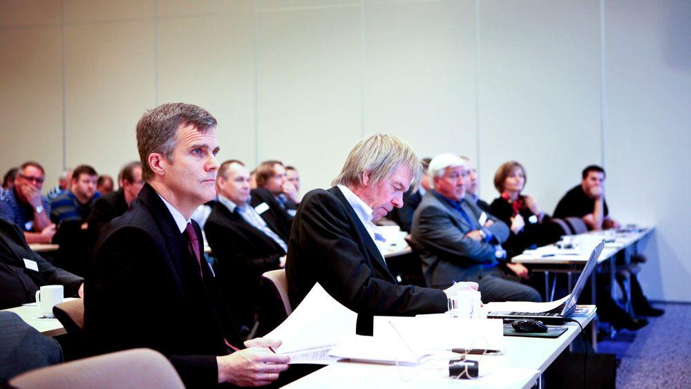 Statoil-sjef Helge Lund mener olje- og gassbransjen kan søke å gjøre spesifikasjoner og krav enklere for å kutte kostnader.