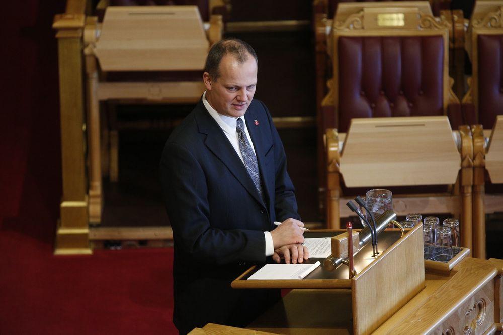 Samferdselsminister Ketil Solvik-Olsen (FrP) under den muntlige spørretimen i Stortinget onsdag