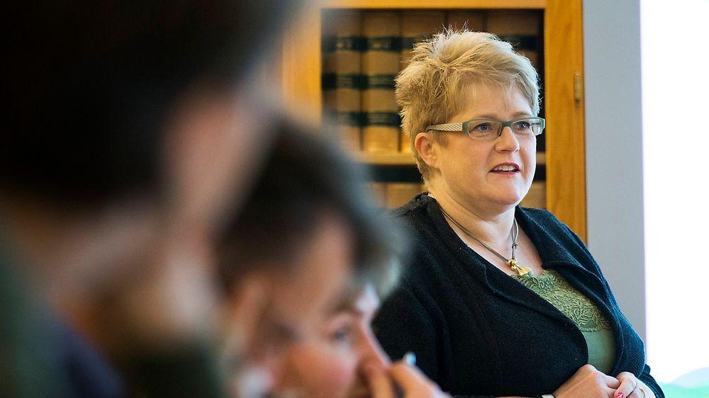Tull å bruke store summer på datalagringsdirektivet, mener Venstre-leder Trine Skei Grande, som torsdag presenterte partiets alternative statsbudsjett.