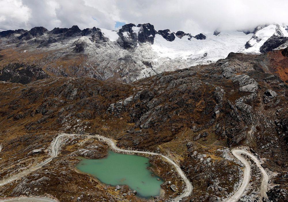 Smeltevann fra en isbre har dannet en innsjø i Huraz i Peru.