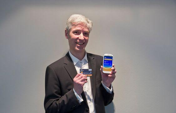 Trådløse alternativer: Visas norgessjef, Wilhelm Wisbech, tror et vanlig betalingskort med innebygget NFC vil komplettere telefonene med NFC når vår nye tråløse betalingsverden skal rulles ut.