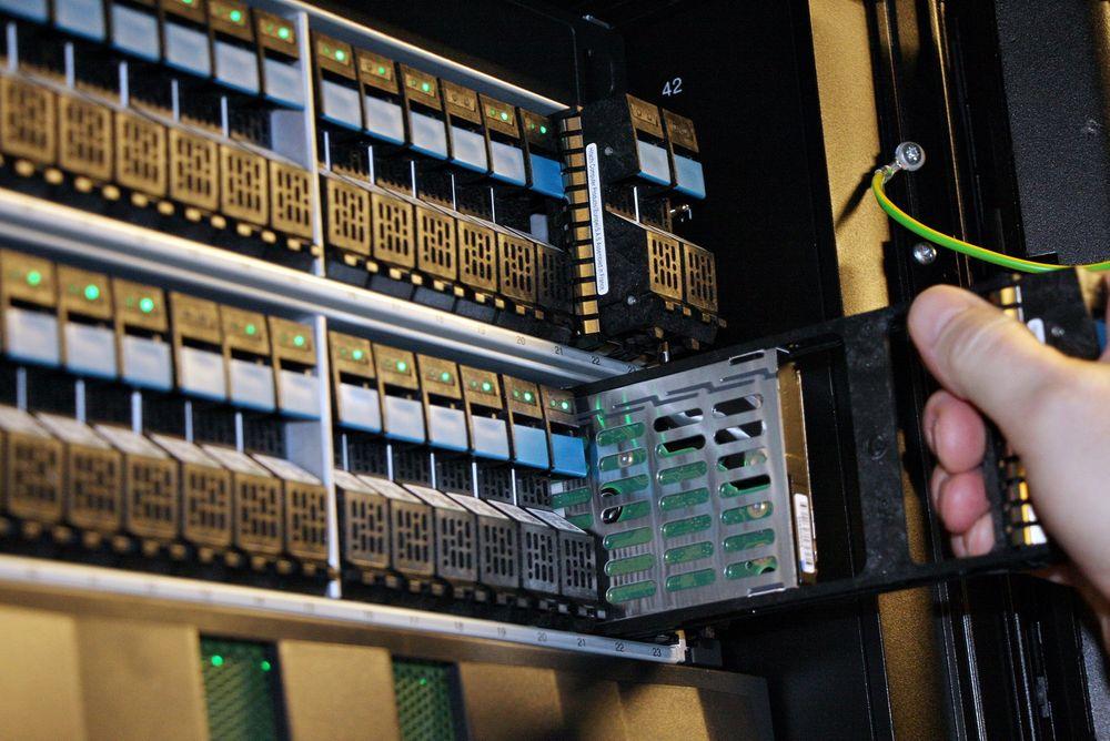 Plass: Det nasjonale arkivet i Norstore er en del av det nye datasenteret med en kapasitet på 7 petabyte og som er i ferd med å monteres ved Universitetet i Oslo. Foto: Espen Zachariassen