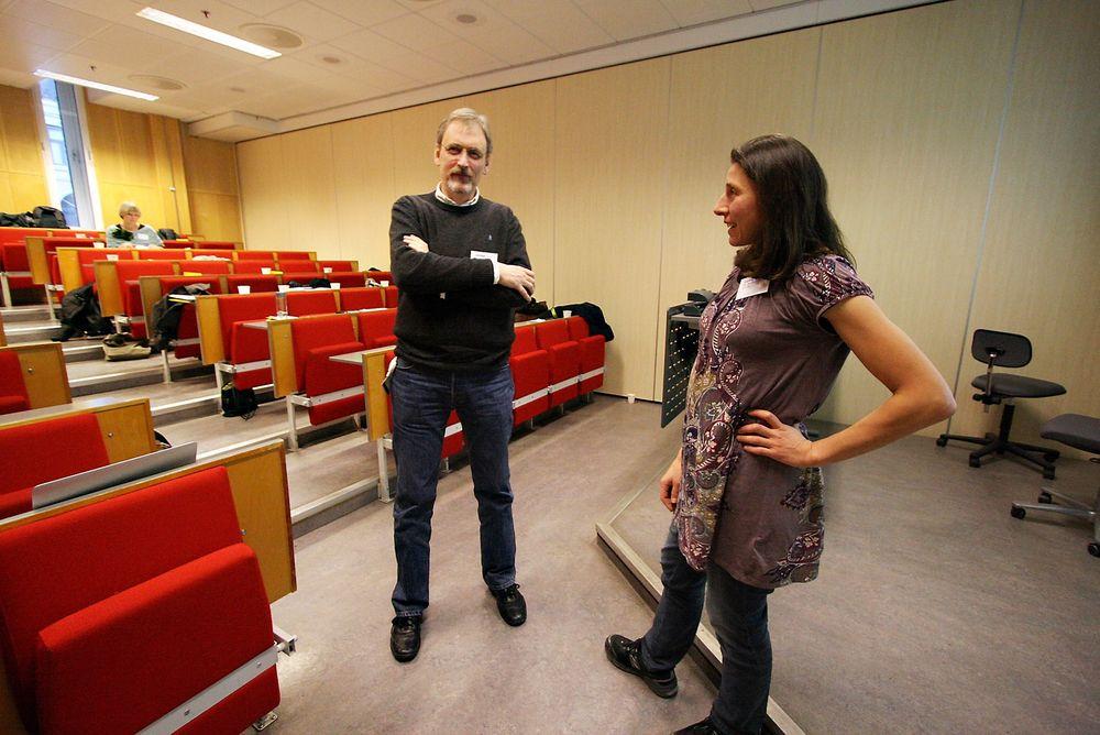 Rekrutterer: Leder for Institutt for informasjonsteknologi, Laurence Habib (t.h.) og dekan for Fakultet for teknologi, kunst og design, Petter Øyan, sier de er svært aktive med rekruttering ved HiOA.   Foto: Maria Amelie