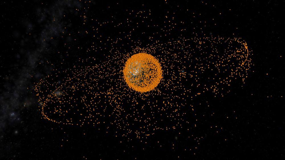SKROT: Illustrasjonsbilde av romskrot i bane rundt jorden. Romskrotet er ikke skalert i forhold til jorden.