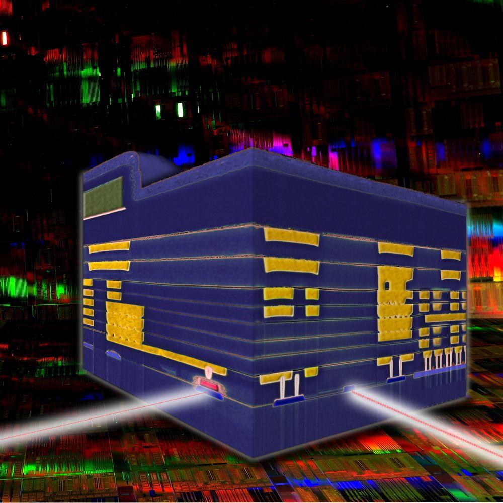 Tversnitt av databrikken fra IBM som kombinerer optiske og elektroniske kretser.