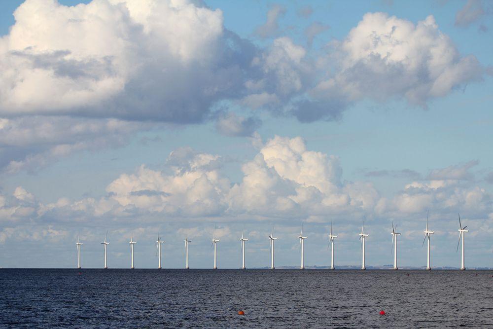 Det er unaturlig å bygge ut vindkraft der sokkelen er smalest, mener SVs Snorre Valen.