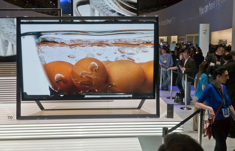 Enorm: Samsung vil ikke si om deres nye 110 tommer Ultra HD TV kommer til Norge, men lillebror på 85 tommer burde klare seg for de fleste. Lydanlegget er bygget inn i den spesielle rammen.